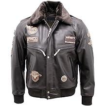 Magnífica chaqueta de aviador de auténtica piel de color marrón. Original Kentucky Pilot de extraordinaria calidad. Se cierra por cremallera y automáticos. Con dos bolsillos. Cuello de auténtica piel de moutón de color marrón, fácilmente extraible por automáticos. Talla L y en perfecto estado.