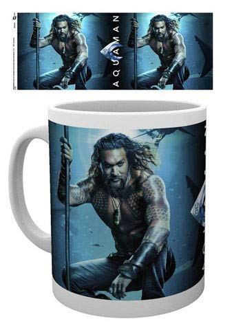 empireposter Justice League - Aquaman - One Sheet - Tasse Keramik Kaffeebecher - Film Kino - Ø8,5 H9,5cm + Zusätzlich erhalten Sie eine Lizenz Keramik Tasse - Größe Ø8,5 H9,5 cm (Kaffeebecher Jason)