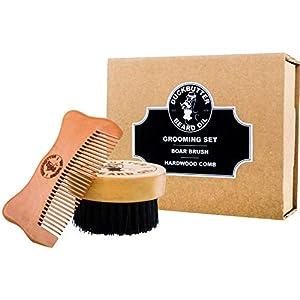 DUCKBUTTER hochwertiges Bartpflegeset mit Bartbürste und -kamm in einer Geschenkverpackung – Hergestellt aus 100 % echtem Pfirsichbaumholz und echten Wildschweinborsten – 2,25 cm Borsten und Kammzinken zur Pflege der Barthaare | Beard Grooming Set – Brush & Comb Kit