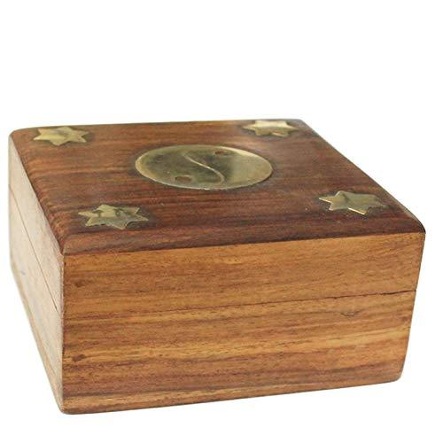 Caja de madera cuadrada con diseño yin y yang dorado