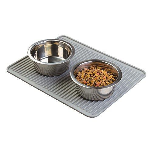 mDesign Alfombrilla de silicona para mascotas – Mantel de silicona para debajo del comedero – Higiénico protector de suelo, grande: 40,6 cm x 31,7 cm – Color gris