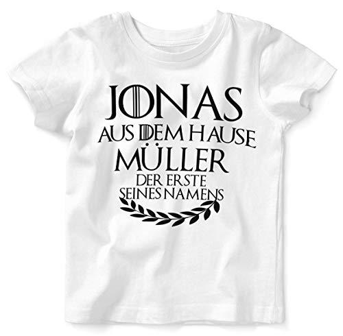 Mikalino Baby/Kinder T-Shirt mit Spruch für Jungen Mädchen Unisex Kurzarm Individueller Name 'aus dem Hause | handbedruckt in Deutschland | Handmade with Love, Farbe:Weiss, Grösse:104 -