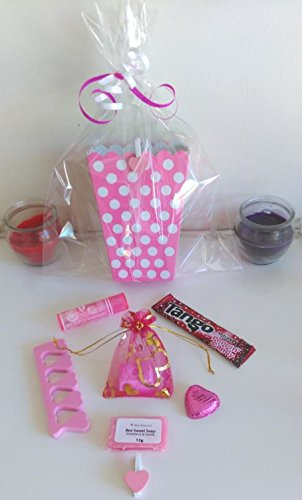 girls-ladies-teens-luxury-pre-filled-pink-and-white-polka-dot-pamper-party-bags-filled-with-excellen