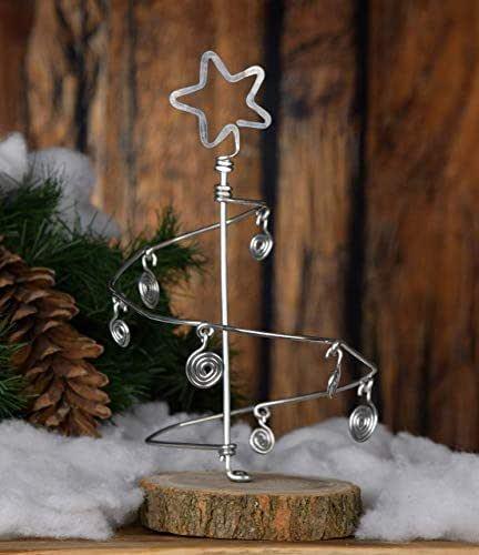 Alberello di Natale stilizzato, fatto a mano in alluminio con 7 palline stilizzate e base in legno.Leggero,dimensione 26x16x16 cm.Confezione personalizzata!