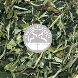 Tè bianco Pai Mu Tan, in Hebra, borsa saboreateycafe container 1Kg 36 cm x 50 cm - coltivato in Cina, curati giardini - gusto morbido e delizioso - a basso contenuto proteico - Riuniti Manualmente - anno di raccolta che garantisce tè fresco - Preparazione fatti a mano - 100% primi germogli della pianta del tè di ottima qualità - non contengono allergeni, glutine - adatto per i celiaci