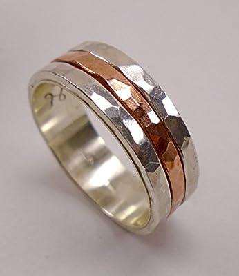 Bague de fiançailles en argent sterling avec facettes martelé, centre de cuivre et un texte personnalisé.