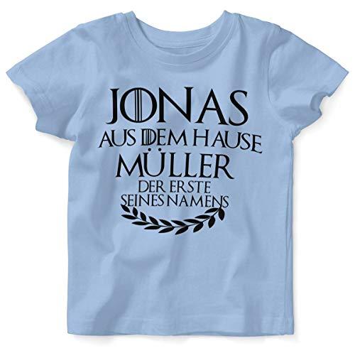 Mikalino Baby/Kinder T-Shirt mit Spruch für Jungen Mädchen Unisex Kurzarm Individueller Name 'aus dem Hause | handbedruckt in Deutschland | Handmade with Love, Farbe:Sky, Grösse:80/86