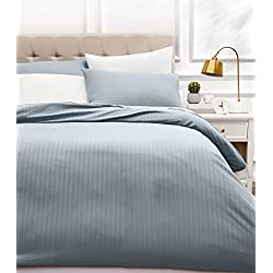AmazonBasics - Juego de ropa de cama con funda nórdica de microfibra y 2 fundas de almohada - 200 x 200 cm, gris scuro