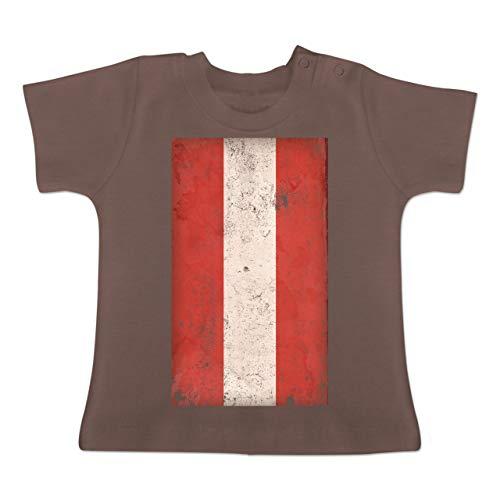 Städte & Länder Baby - Österreich Flagge Vintage - 3-6 Monate - Braun - BZ02 - Baby T-Shirt Kurzarm