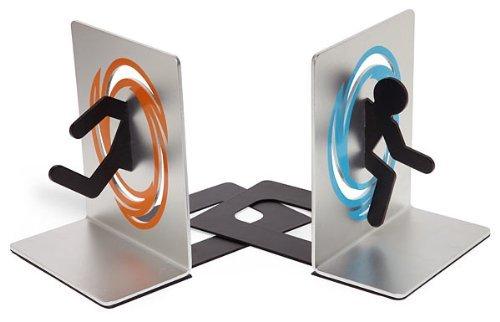 Portal 2 - Coppia di fermalibri con omino che attraversa un portale