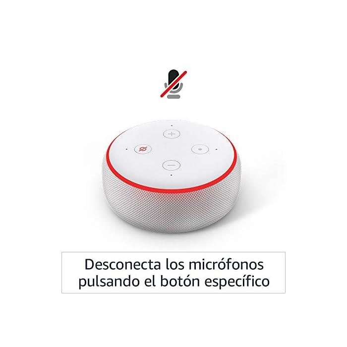 61NwH9MAfqL El Echo Dot es un altavoz inteligente que se controla con la voz. Se conecta a Alexa para reproducir música, responder a preguntas, narrar las noticias, consultar la previsión del tiempo, configurar alarmas, controlar dispositivos de Hogar digital compatibles y mucho más. El altavoz integrado ofrece un sonido nítido e intenso, y te permite disfrutar de canciones en streaming a través de Amazon Music, Spotify Premium, TuneIn y otros servicios. Llama a cualquiera que tenga un dispositivo Echo o la app Alexa sin mover un dedo. También tienes la posibilidad de usar Drop In para conectar con otras habitaciones de tu hogar en las que tengas un dispositivo Echo compatible.