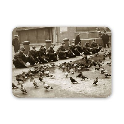 american-troops-feeding-pigeons-in-london-mouse-mat-art247-highest-quality-natural-rubber-mouse-mats