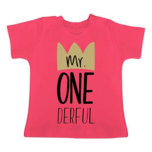 Geburtstag Baby - Mr One Derful - 6-12 Monate - Fuchsia - BZ02 - Baby T-Shirt Kurzarm - Verrückt Mens T-shirt