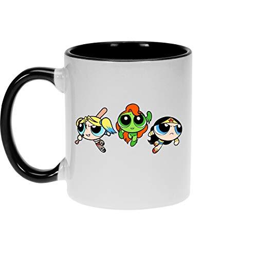 Okiwoki Powerpuff Girls - Super Heroines Lustiges Tassen- & Untertassensets - Bubbles, Buttercup und Blossom aka Harley Quinn, Wonder Woman and Poison Ivy (Powerpuff Girls - Super Heroines Parodie)
