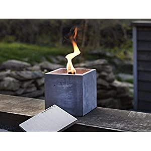 Beske-Betonfeuer mit 'Dauerdocht' | Größe 17x17x17 | Wiederbefüllbare Gartenfackel | 'Unendliche' Brenndauer durch umweltfreundliches Recycling von Kerzenwachs