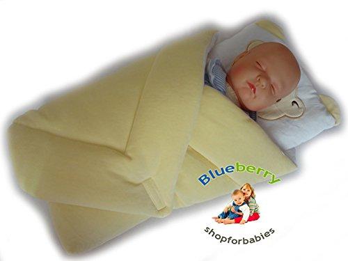 BlueberryShop Wickeldecke mit Kissen   Veloursdecke   Schlafsack für Neugeborene von 0 bis 3 Monaten   Perfekt als Geschenk für Baby Shower   78 x 78 cm   Gelb