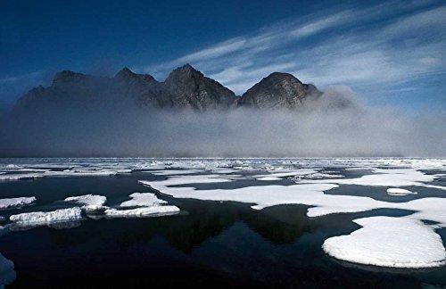 The Poster Corp Flip Nicklin - Ice floes in Pond Inlet Northeast Baffin Island Canada Kunstdruck (60,96 x 91,44 cm) -