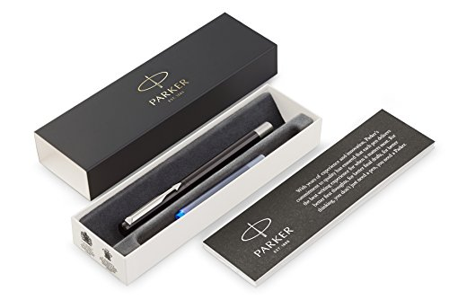 PARKER Vector pluma estilográfica, color negro con adorno cromado, plumín mediano, tinta azul, en estuche de regalo