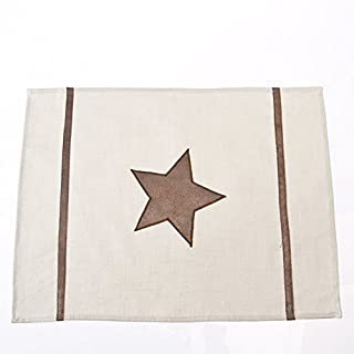 ARTHOME Cream Leather Star Placemats Set of 2 will perfectly compliment any classic dining room styles. Dimensions: 35 x 45 cm