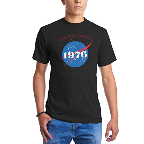 CHILLTEE NASA Mission Control Since 1976 Gift Birthday Negro Camisetas para Hombre...