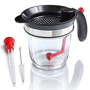Amazy Fetttrennkanne inkl. Bratenspritze + Reinigungsbürste - Fettkanne aus Kunststoff mit integriertem Sieb und Messskala für das Abschöpfen von Fett aus Soßen und Suppen (1 Liter)