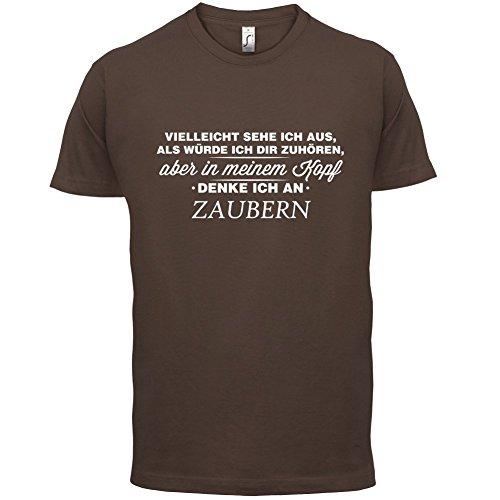 Vielleicht sehe ich aus als würde ich dir zuhören aber in meinem Kopf denke ich an Zaubern - Herren T-Shirt - 13 Farben Schokobraun