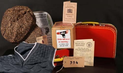 1940ER Komplette Verkleidung SET Gestrickt Tank Top-Tweed GAP-Gas maske Box-Gepäck Aufkleber-klein Koffer-Ration Buch-ID Karte-komplett SATZ PERFECT KOSTÜM ZUBEHÖR FÜR WW2-KRIEG-BLITZ-TEAM 9-10 ()