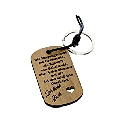 Schlüsselanhänger aus Nussbaumholz mit Gravur - Vergangenheit - mit Lederschnur und Schlüsselring