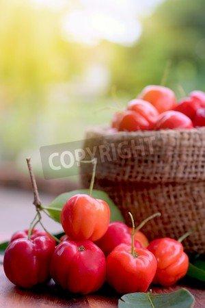 """Holz-Bild 20 x 30 cm: """"Acerola fruit close up on background"""", Bild auf Holz"""