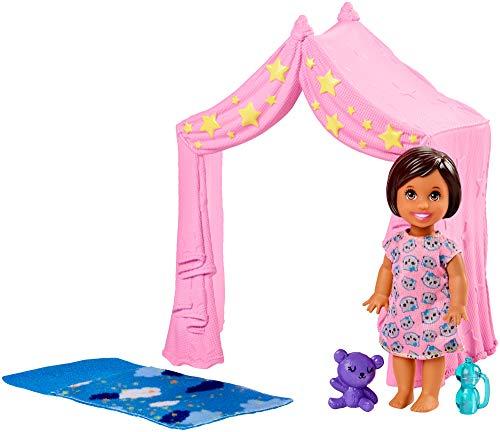 er Babysitters Inc. Schlafenszeit-Spielset, mit Kleinkind-Puppe, Zelt und Schlafsack, Spielzeug ab 3 Jahren ()