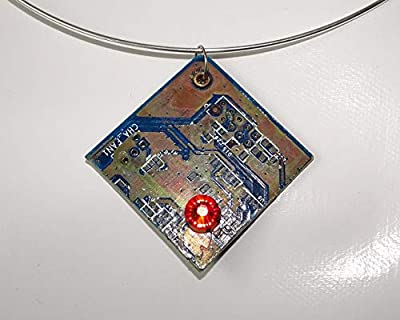 Speciimen - Bijou pour Femme en Circuit Imprimé Recyclé avec Cristal Swaroski - Pendentif Brun Cuivré Carré et Réversible - Exemplaire Unique Fait Main