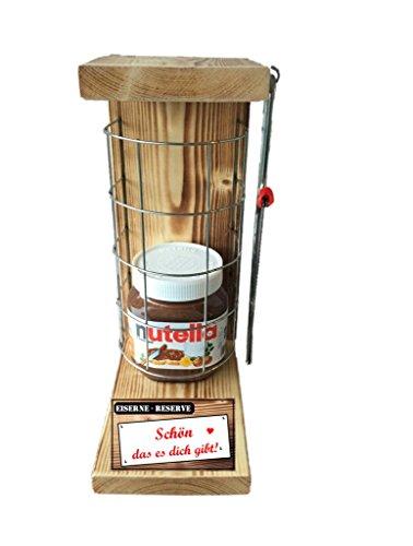 """""""Schön das es dich gibt"""" Die Eiserne Reserve mit Nutella 450g Glas incl. Bügelsäge zum aufschneiden des Metallgitters - Das ausgefallenes witziges originelles lustiges Geschenk - Geschenkset. Der Beschenkte muss erst mal mit der im Lieferumfang enthaltenen Säge das Gitter zerschneiden, um an den Inhalt zu gelangen. - Die Top Geschenkidee mit dem WOW Effekt"""