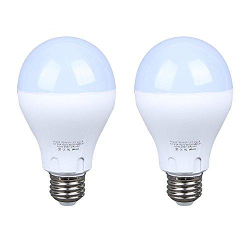 LED Glühbirne mit Bewegungsmelder Smart licht Lichtsensor Radarsensor 7W ersetzt 60W Sensor Lampe Energiesparlampe für Treppen Haustür Garten Balkon Garage 6500K Weiß - 2 Pack MEHRWEG