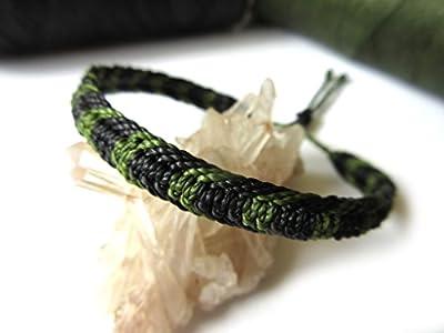Bracelet brésilien/amitié/unisexe/en fil Noir et Vert Kaki tissé/tressé main en macramé avec du fil ciré et ajustable Réf.3PPKakiNoir