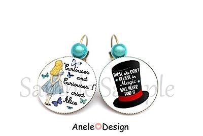 Boucles d'oreilles Alice au pays des merveilles, bijou fantaisie, montre, tea time, perle rose, drink me, lapin, chapeau noir, Alice et papillons