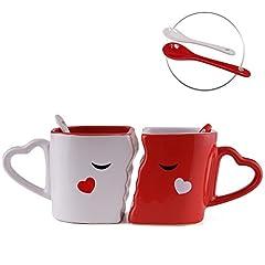 Idea Regalo - San Valentino - Tazze che si baciano che si incastrano perfettamente, appositamente realizzate, ciascuna con cucchiai di ceramica che si adattano perfettamente ai manici. Confezione regalo per lui e lei - Regalo romantico ideale per San Valentino