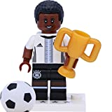 LEGO 71014 Minifigur - DFB - Die Mannschaft: #17 Jérôme (Jerome) Boateng mit Pokal