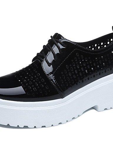 ZQ hug Scarpe Donna-Sneakers alla moda-Ufficio e lavoro / Formale / Casual-Comoda-Piatto-Sintetico-Nero / Bianco , white-us8.5 / eu39 / uk6.5 / cn40 , white-us8.5 / eu39 / uk6.5 / cn40 white-us8.5 / eu39 / uk6.5 / cn40