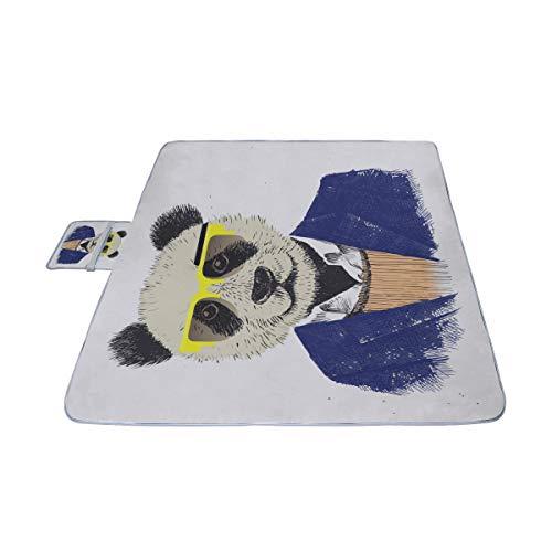 AGIRL Dressed Up Hipster Panda In Brille Picknickmatte 57''x79 '' (140cmx200cm) Picknickdecke Strandmatte Mit Wasserdichtem Für Kinder Picknickstrände Und Outdoor Gefaltete Tasche