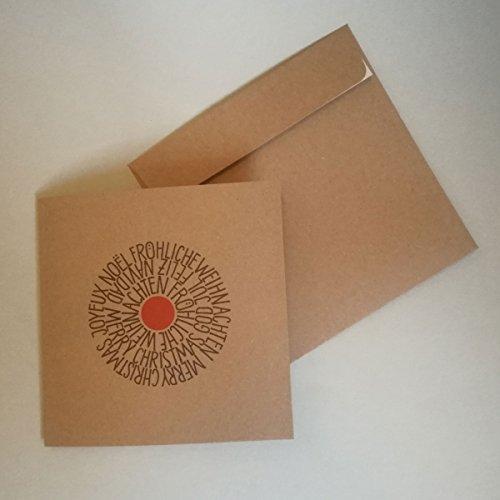Braune Quadratische Umschläge (braune, quadratische Recycling-Weihnachtskarte mit braunem Recycling-Umschlag: Fröhliche Weihnachten, Weihnachtskarten mit mehrsprachigen Weihnachtsgrüßen, Handlettering von Maria Herrlich)