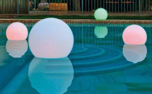 Deko LED-Leuchtkugel, Pool-Beleuchtung, Ø 60 cm, Höhe 55 cm, mit Akku und Fernbedienung, aufladbar ohne Kabel durch Induktion, wasserdicht, in 16 Farben u. 5 Helligkeitsstufen misch- und dimmbar, für Innen und Außen, aus hochwertigem Polyethylen in Handarbeit vollendet