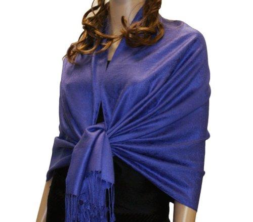 Fabuleux, très grand et doux foulard en viscose à motif Paisley. Produit offert par NYFASHION101. Bleu 77