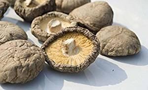 El hongo shiitake seco es bueno para la salud. La seta y la trufa secas son buenas para la salud. Yunnan es parte de la región montañosa del Himalaya, famosa en todo el mundo por los hongos silvestres y la trufa.