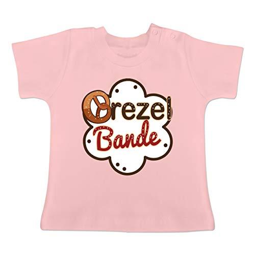 Oktoberfest Baby - Brezel Bande - weiß/braun - 3-6 Monate - Babyrosa - BZ02 - Baby T-Shirt Kurzarm