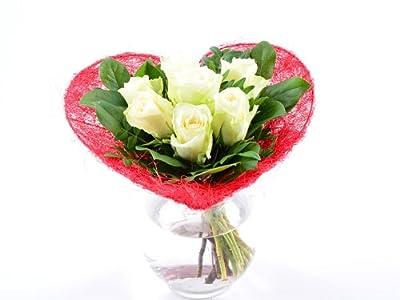 Blumenversand - Blumenstrauß zum Geburtstag - Liebe in rot-weiß - mit 7 weißen Rosen - mit Gratis - Grußkarte zum Wunschtermin versenden von Der Renner - Blumenversand bei Du und dein Garten