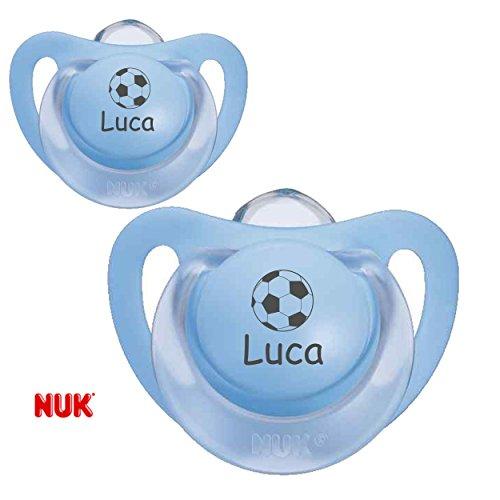 NUK Schnuller mit Namen Fußball (Junge Blau / Blau) - 2 Namensschnuller in Größe 1 (0-6 Monate)