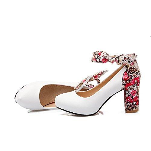 AllhqFashion Damen Weiches Material Rund Zehe Hoher Absatz Schnalle Pumps Schuhe Weiß