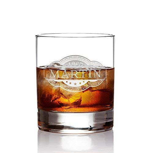 AMAVEL Whiskyglas mit Gravur - Banderole - Personalisiert mit Name und Jahreszahl - Tumbler Whiskeyglas Männer zum Geburtstag - graviertes Trinkglas - Füllmenge: 320 ml