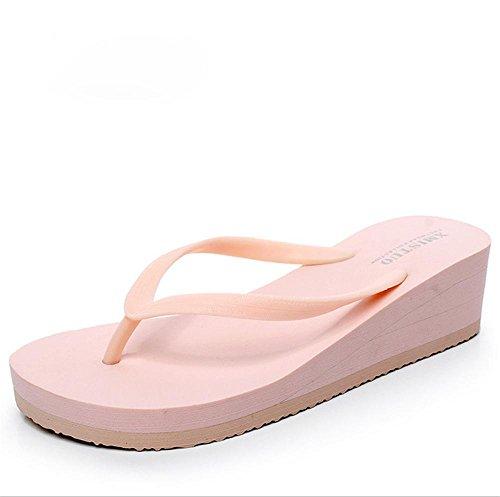 pengweiPattini della spiaggia di estate I pattini del carattere delle donne calzano spesso i sandali del tallone 3