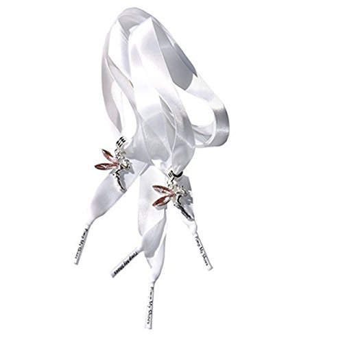 Süße Tinkerbell-Schuhanhänger an einem Paar unserer weißen Satinschnürsenkel von Pimp My Shoes für Converse Trainers